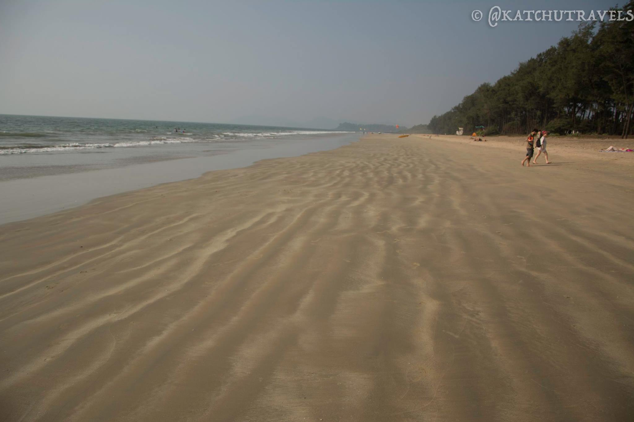 Endless sands with no disturbance! Galjibag Beach-Goa