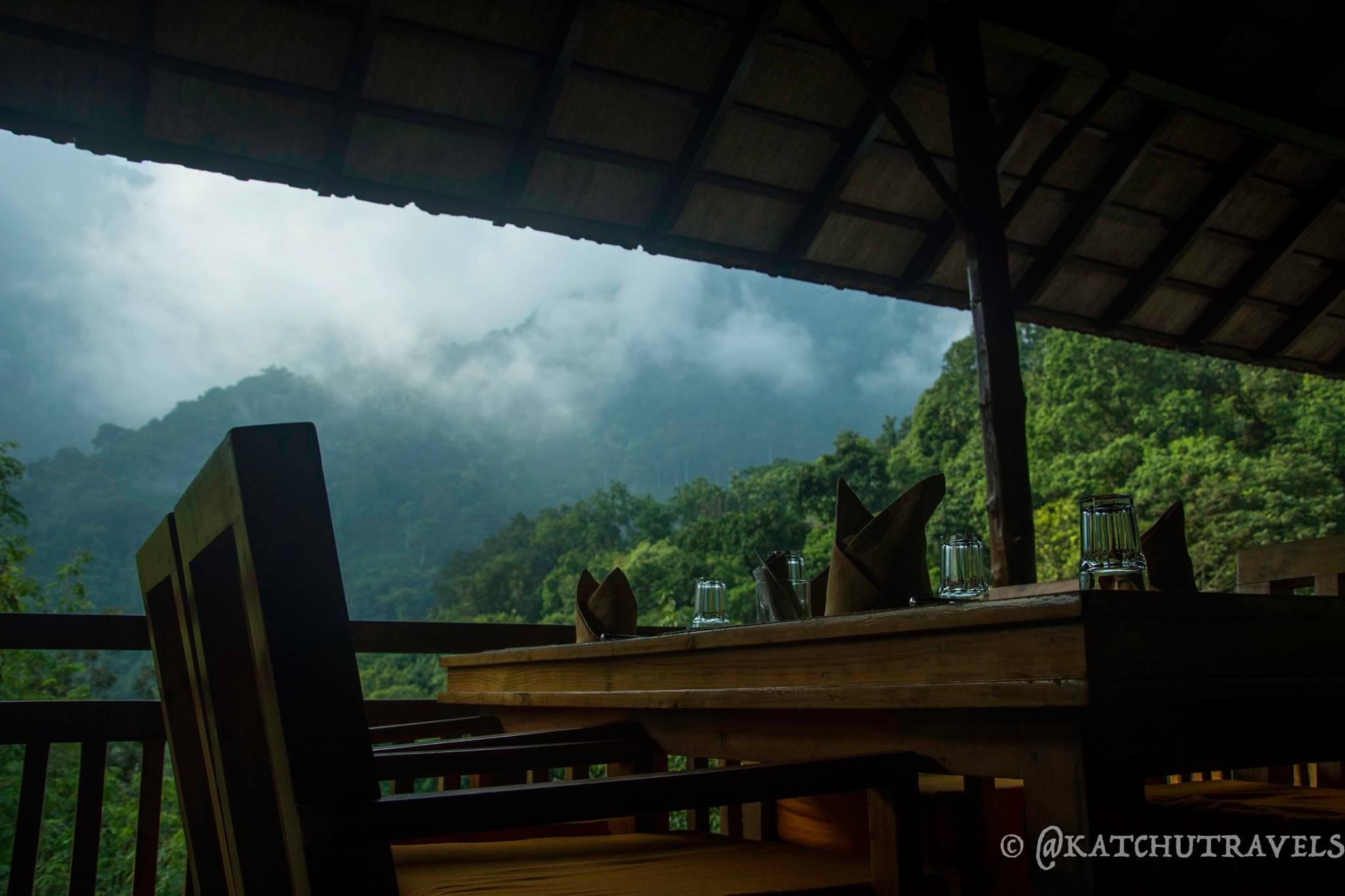 Dining against the backdrop of the Bakasura Mountains