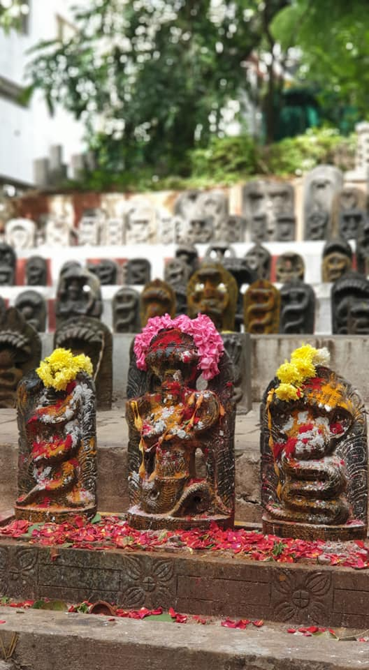 In the Kadu Mallikarjuna Temple, there are 'Nagakannikal' idols on steps