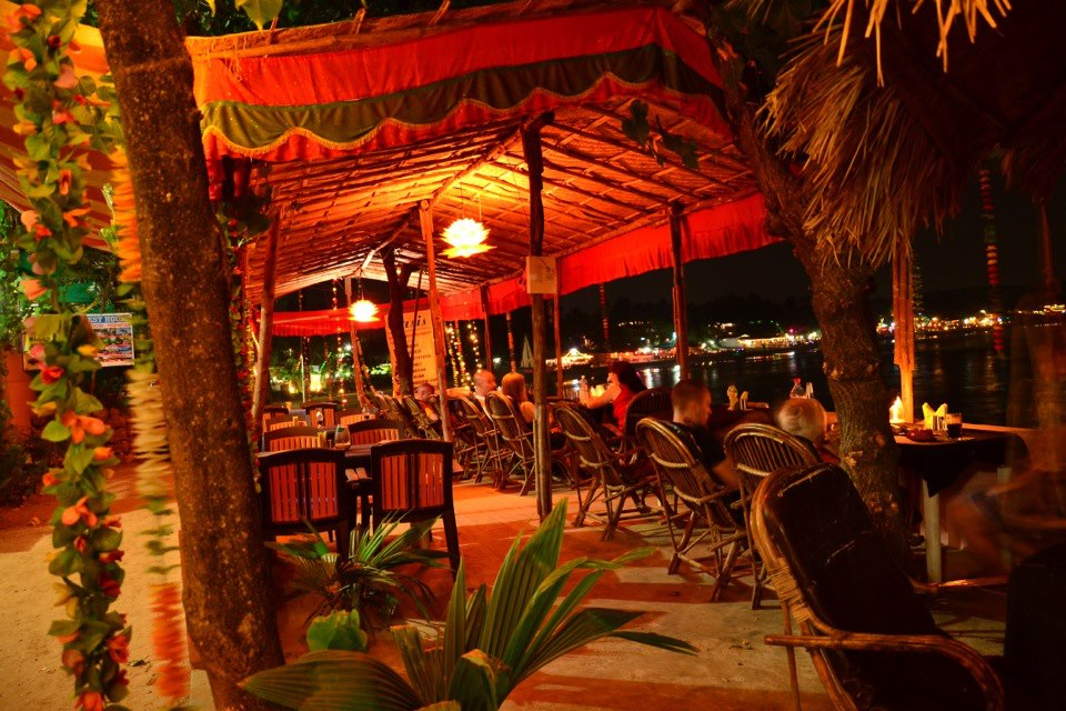 Arambol Beach NightLife- Active and Colourful and the beach sleeps only at 5 am. Cafes, Cakes, Alcohol and Butter Chicken are available all night